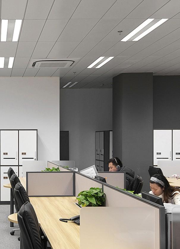 员工办公区域装修实景图