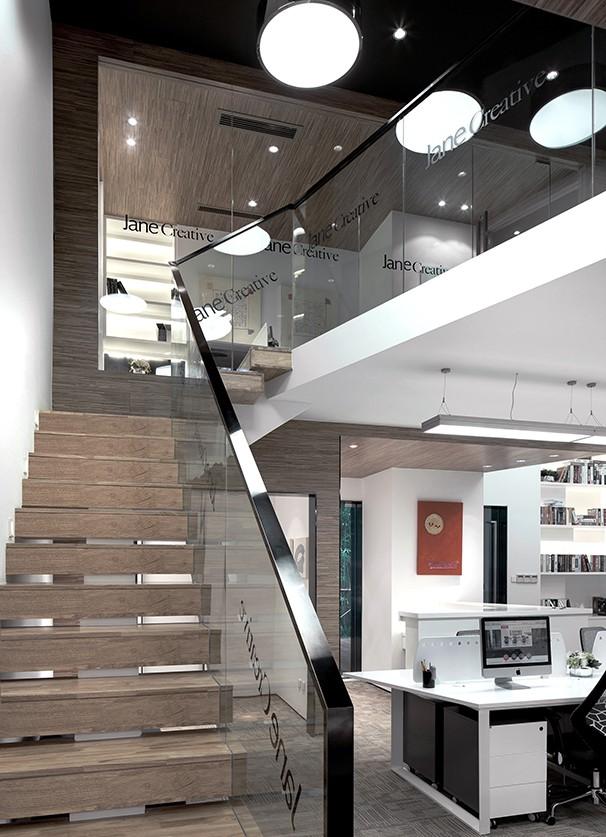 复式办公室设计楼梯实景图