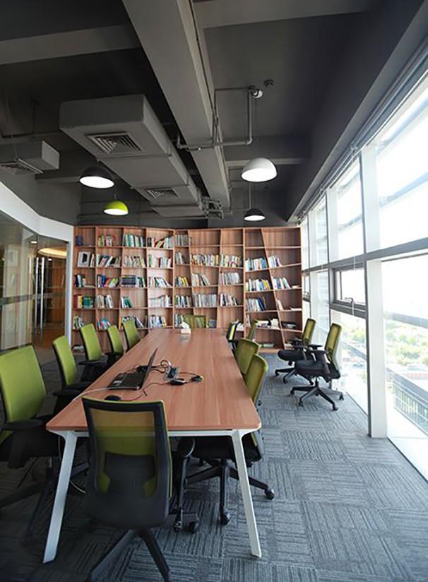 书架办公室设计实景图