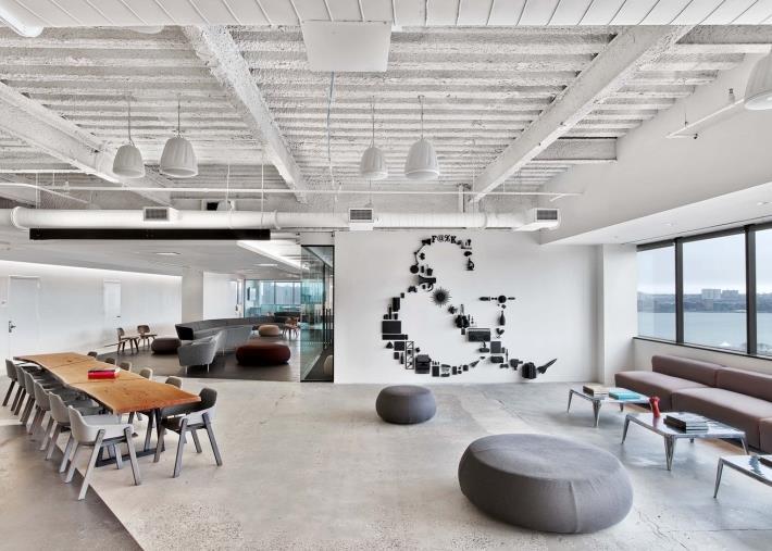 上海办公室设计中企业如何打造现代感和科技感
