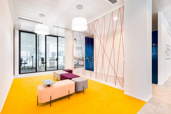 上海办公室设计该如何选择合适的地板?
