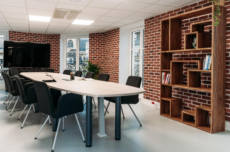 上海办公室装修中怎样保证施工顺利?