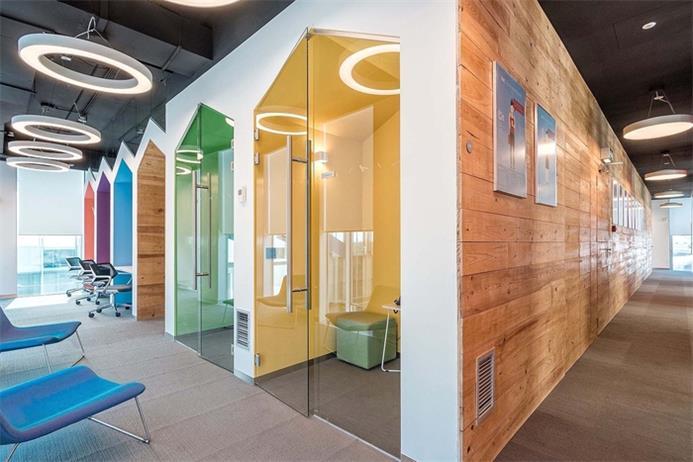 风格交融的软件公司办公室设计