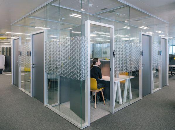 办公室装修中的门怎么选择?