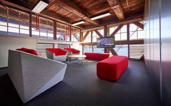 新旧元素融合下的新办公室设计