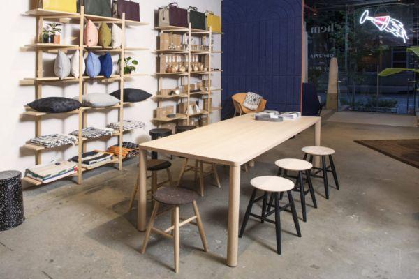 办公室装修对比家具的订做和购买成品