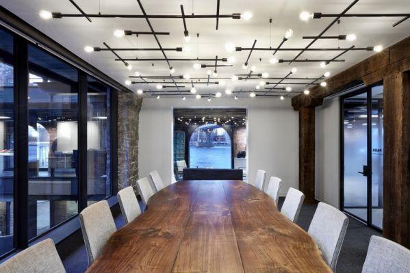 时尚办公室装修设计凸显的艺术感