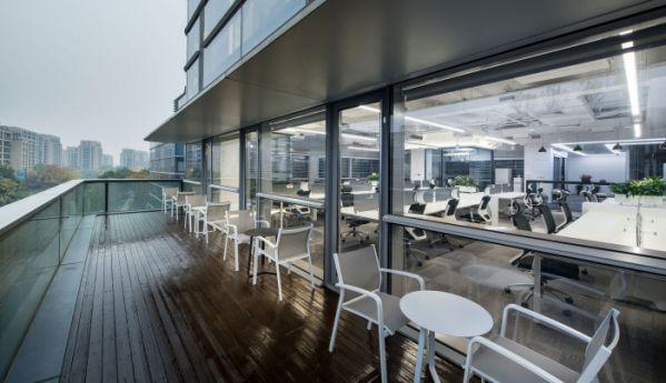 高端大气的上海办公室装修