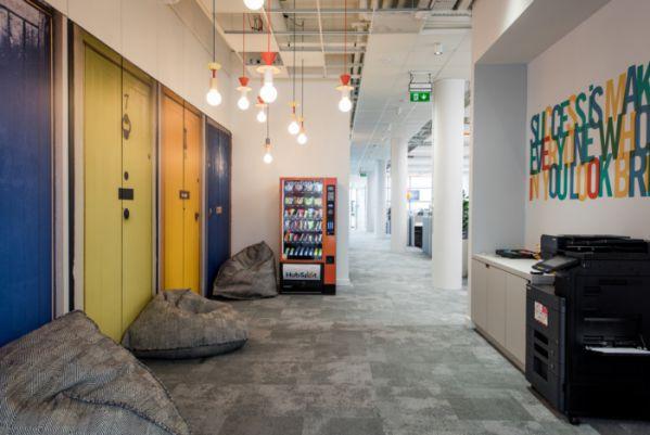上海办公室装修空间搭配怎么做