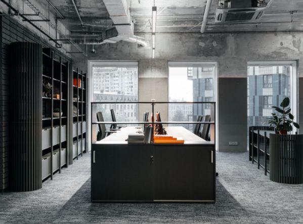工业风办公室装修的阁楼式办公空间