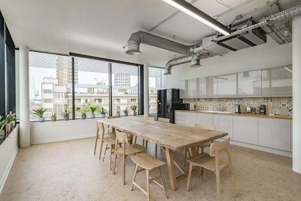 办公室装修设计的简洁明快氛围