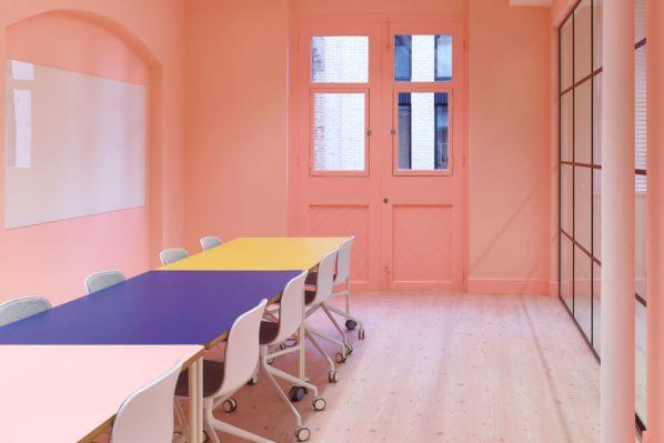 根据建筑的结构采取不同的办公室设计风格