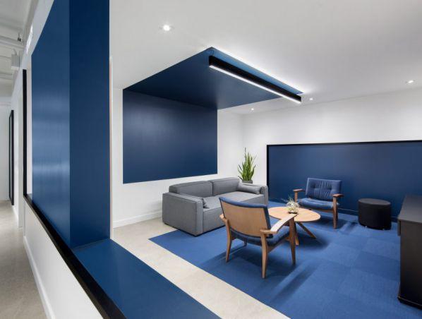 一般大中小型企业会选用现代式的办公室装修风格